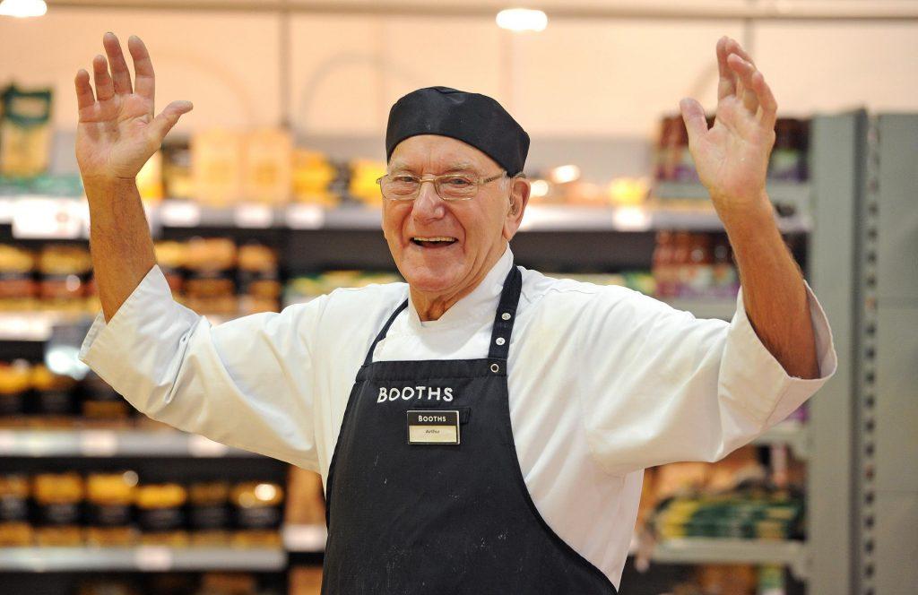 Fishmonger Arthur named supermarket chain's oldest worker at 88